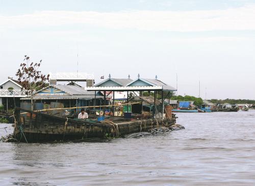 カンボジア・トンレサップ湖