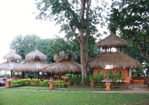 バガン・ホテルの庭内